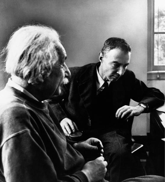 Альберт Энштейн, физик (retro-vintage-0000299)