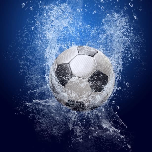 Фотообои футбольный мяч в воде (sport-0000019)