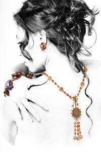 Фотообои украшения на девушке (glamour-308)