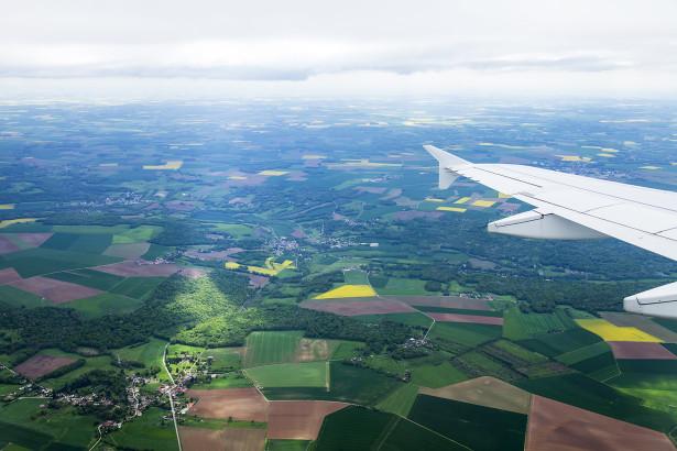 Фотообои Вид из иллюминатора самолета (win-18)