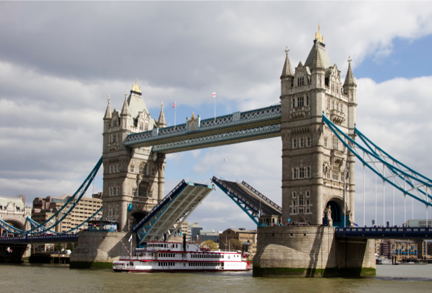 Фотообои тауэрский мост и корабль (city-0001037)