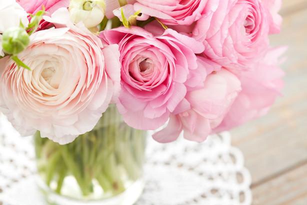 Фотообои Розы в вазе на кружевной салфетки (flowers-794)