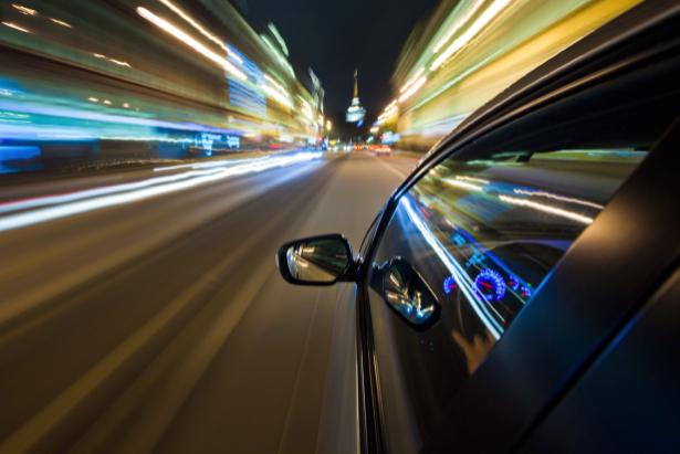 Фотообои фото из авто в вечернем городе (transport-0000083)