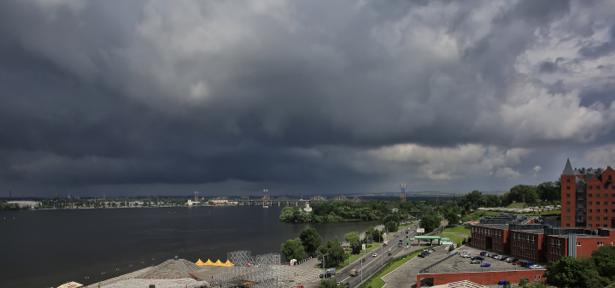 Фотообои Днепропетровск небо тучи (city-0000901)