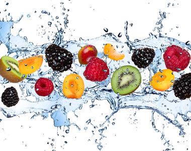 Фотообои фрукты и ягоды в воде (food-351)
