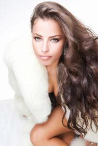 Фотообои красивая девушка в шубе (glamour-0000282)