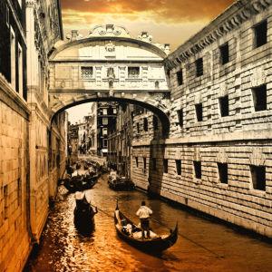 Фотообои канал в Венеции сепия (city-0001270)