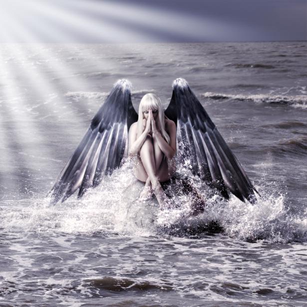Фотообои девушка с крыльями в море (fantasy-0000120)