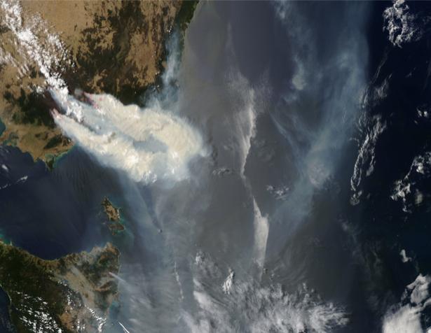 Фотообои NASA облака и море на верху (terra-00274)