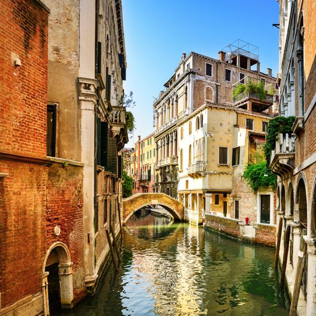 Фотообои каналы итальянские улочки (city-0001219)