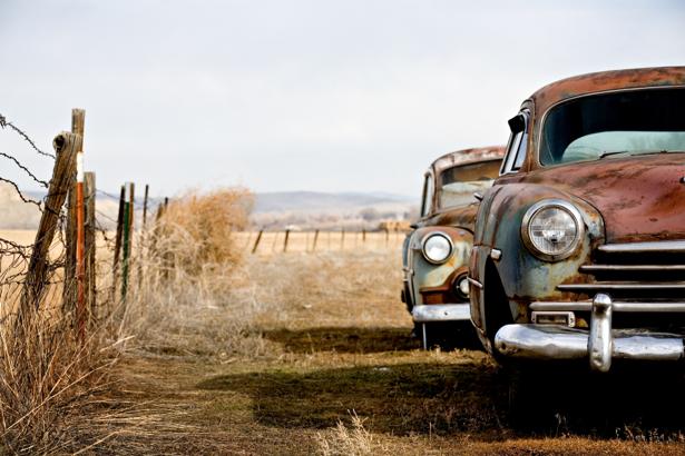Фотообои ржавые ретро автомобили (transport-0000016)