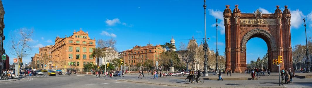 Фотообои Триумфальная арка в Барселоне (panorama-59)