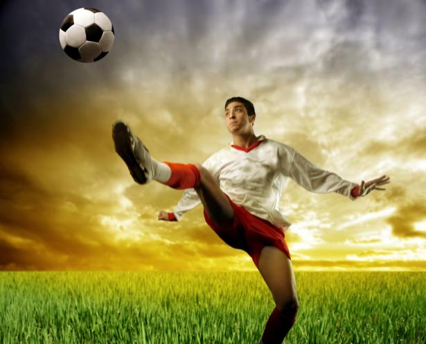 Фотообои футболист на поле (sport-0000051)