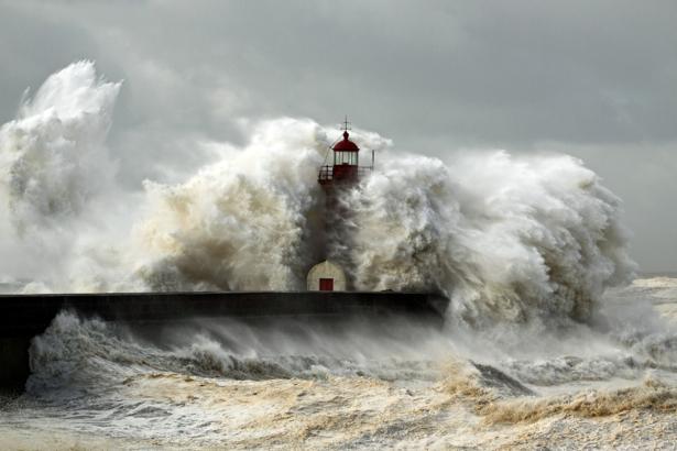Фотообои маяк в волнах (sea-0000230)