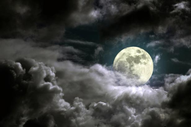 Фотообои полная луна над облаками (fantasy-0000089)