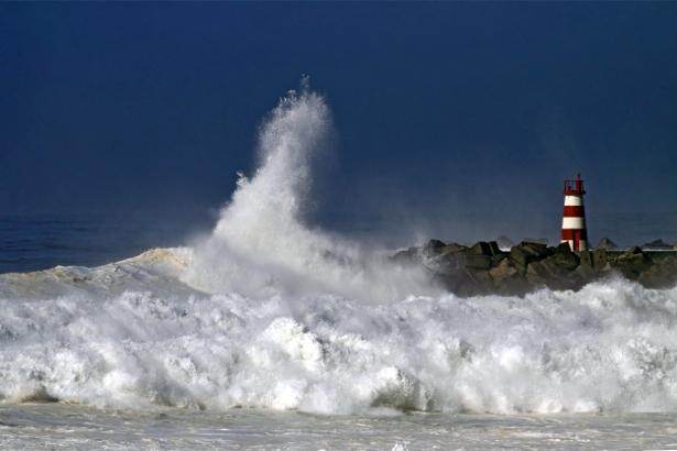 Фотообои волны и маяк на берегу (sea-0000236)
