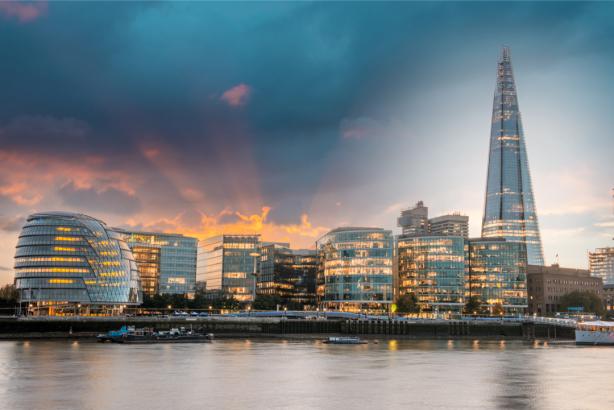 Фотообои Мэрия Лондона набережная (city-0001262)