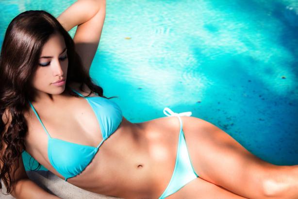 Фотообои девушка в голубом купальнике (glamour-0000267)