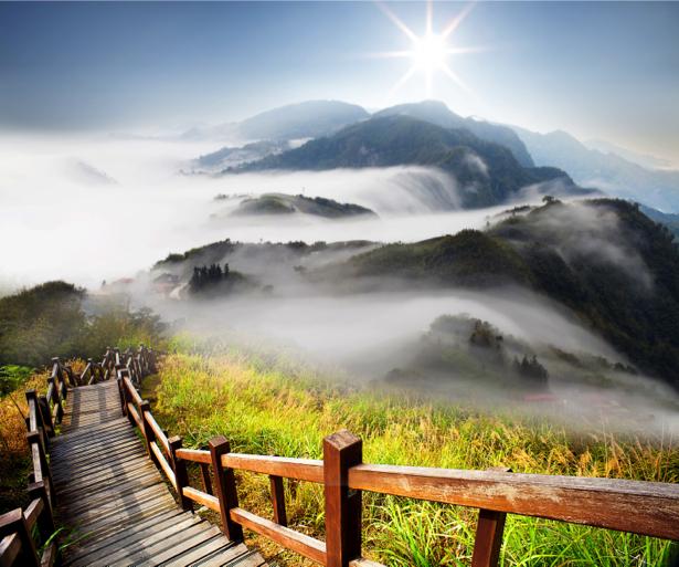 Фотообои лестница горе туман (nature-00551)