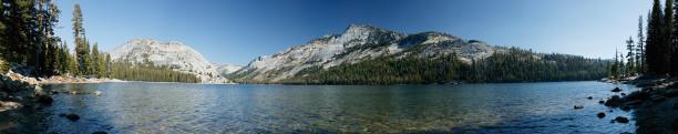 Фотообои панорама озера в горах (nature-00362)