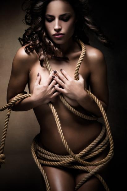 Фотообои обнаженное девушка и веревка (glamour-0000275)