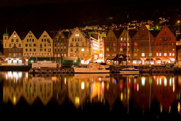 Фотообои Вид на ночной Берген с моря (city-0000055)