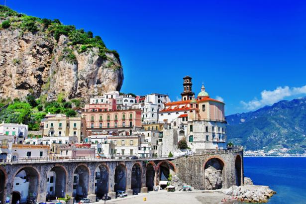 Фотообои итальянская деревня на берегу (city-0001019)
