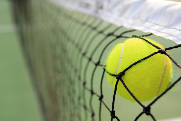 Фотообои теннисный мяч и сетка (sport-0000147)