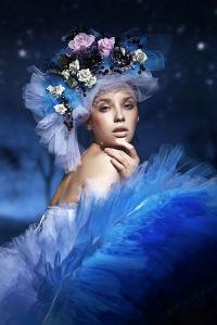 Фотообои женщина в шляпе из цветов (glamour-295)