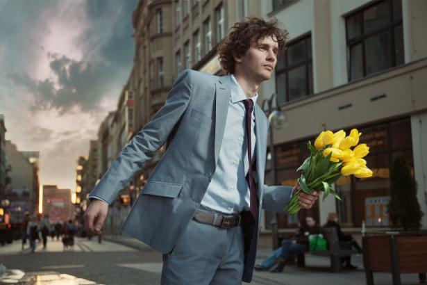 Фотообои мужчина с цветами (glamour-0000054)