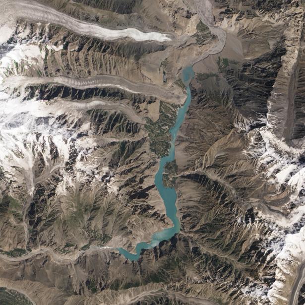 Фотообои на заказ озеро в горных хребтах (terra-00148)