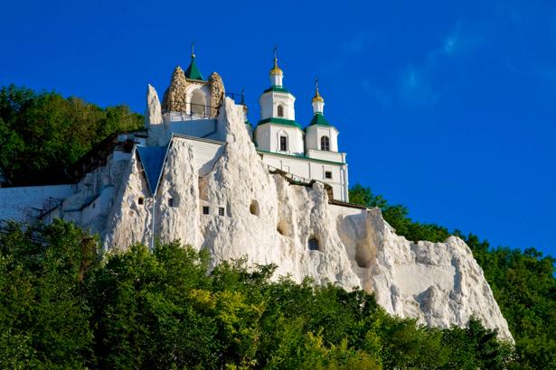 Фотообои церковь на меловой скале (city-0000573)
