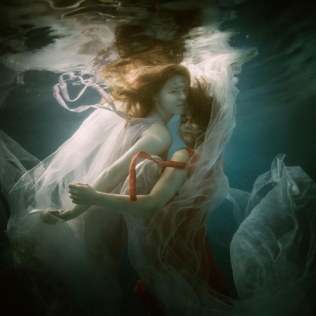 Фотообои Девушки в воде (glamour-318)