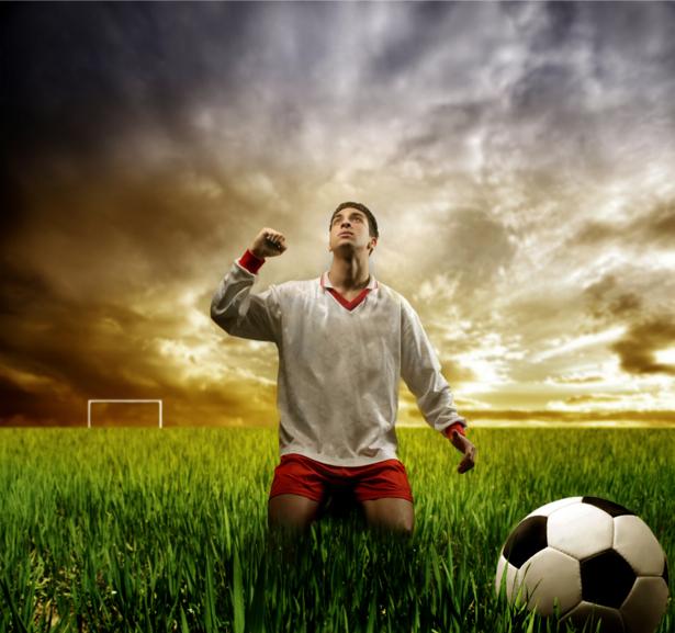 Фотообои футболист небо (sport-0000055)