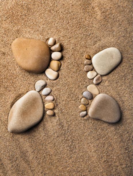 Фотообои для ванной следы на песке (underwater-world-00079)