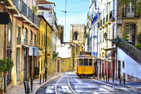 Фотообои итальянские улочки трамвай (city-0001216)