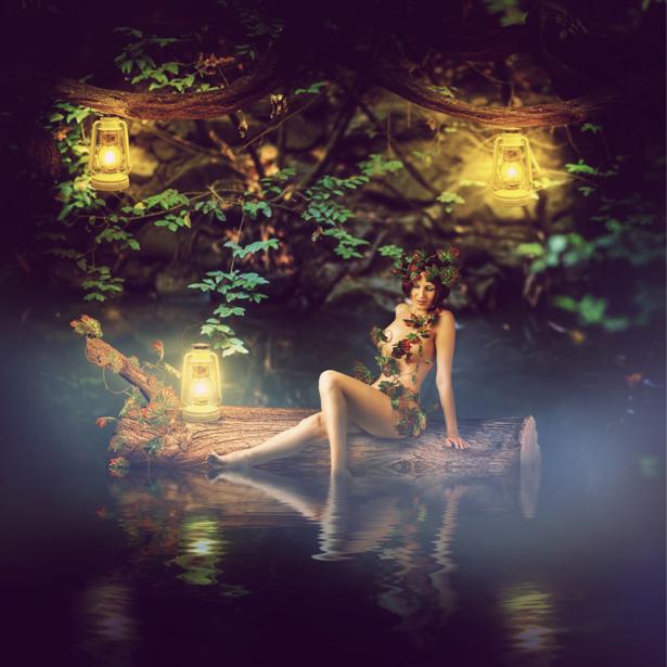 Фотообои фея в ночном лесу в воде (fantasy-0000117)