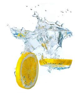 Фотообои для кухни лимон в воде (food-0000297)