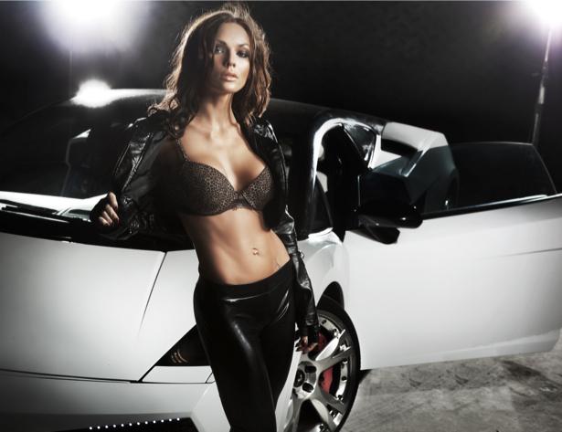 Фотообои реклама машины с девушкой (glamour-0000031)