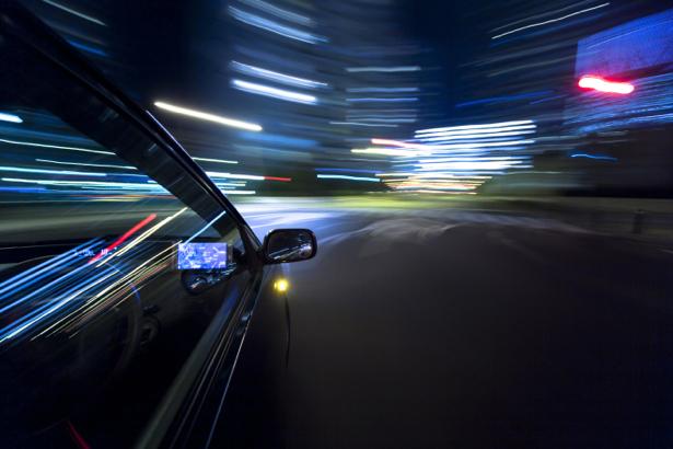 Фотообои фото из авто в вечернем городе (transport-0000086)