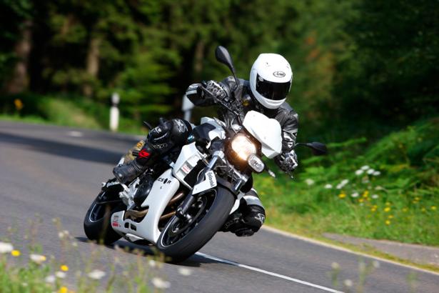 Фотообои мотоциклист на yamaha в движении (transport-0000099)