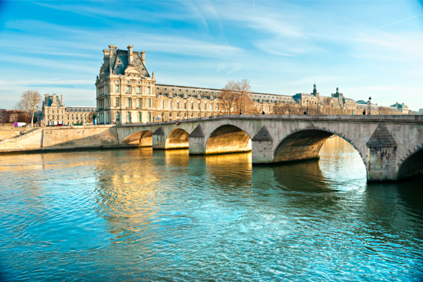 Фотообои Вид Лувра мост Искусств Париж (city-0001305)