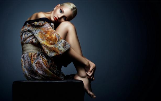 Фотообои девушка сидя (glamour-0000060)