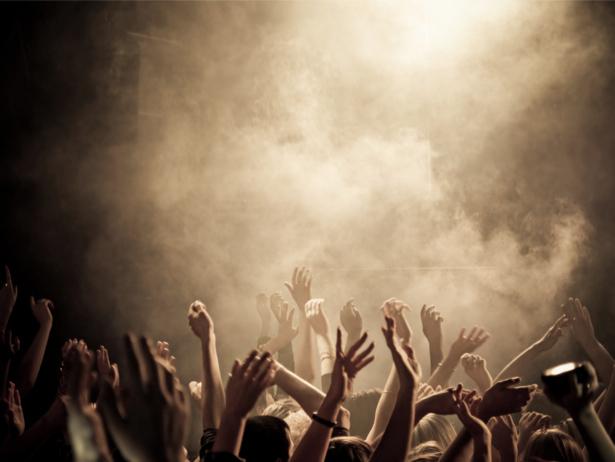 Фотообои  молодежь концерт (glamour-0000194)