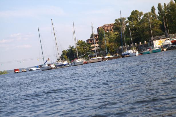 Фотообои лодки Днепропетровск (city-0000877)