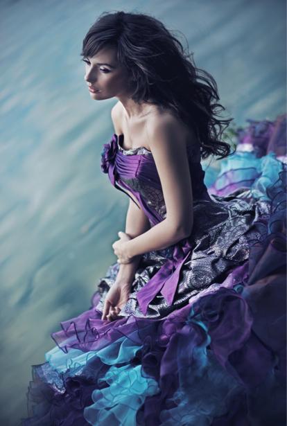 Фотообои фиолетовое платье (glamour-0000105)