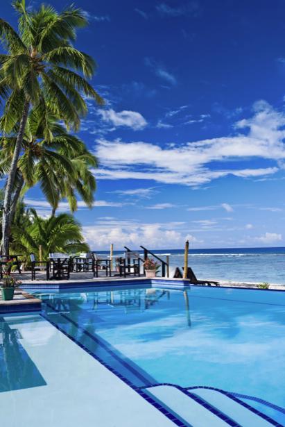 Фотообои море берег бассейн в отеле (sea-0000329)