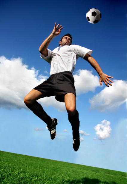 Фотообои футболист мяч прыжок (sport-0000057)