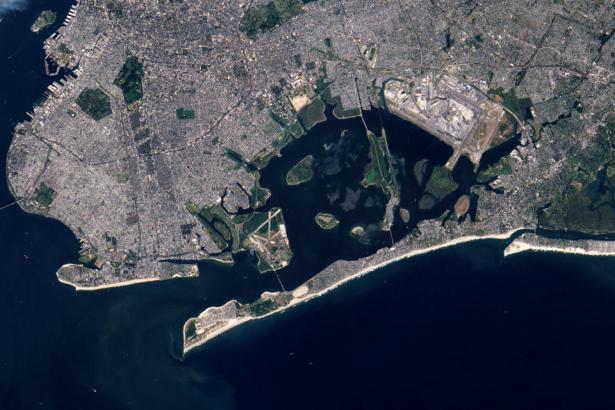 Фотообои на стену город и море (terra-00178)