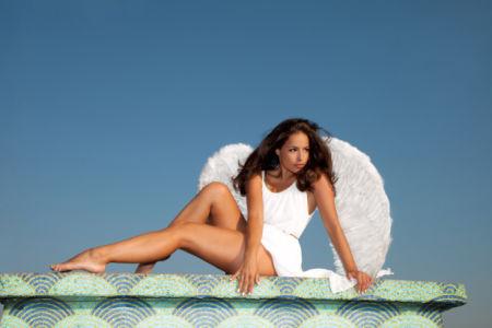 Фотообои девушка ангел на крыше (glamour-0000286)